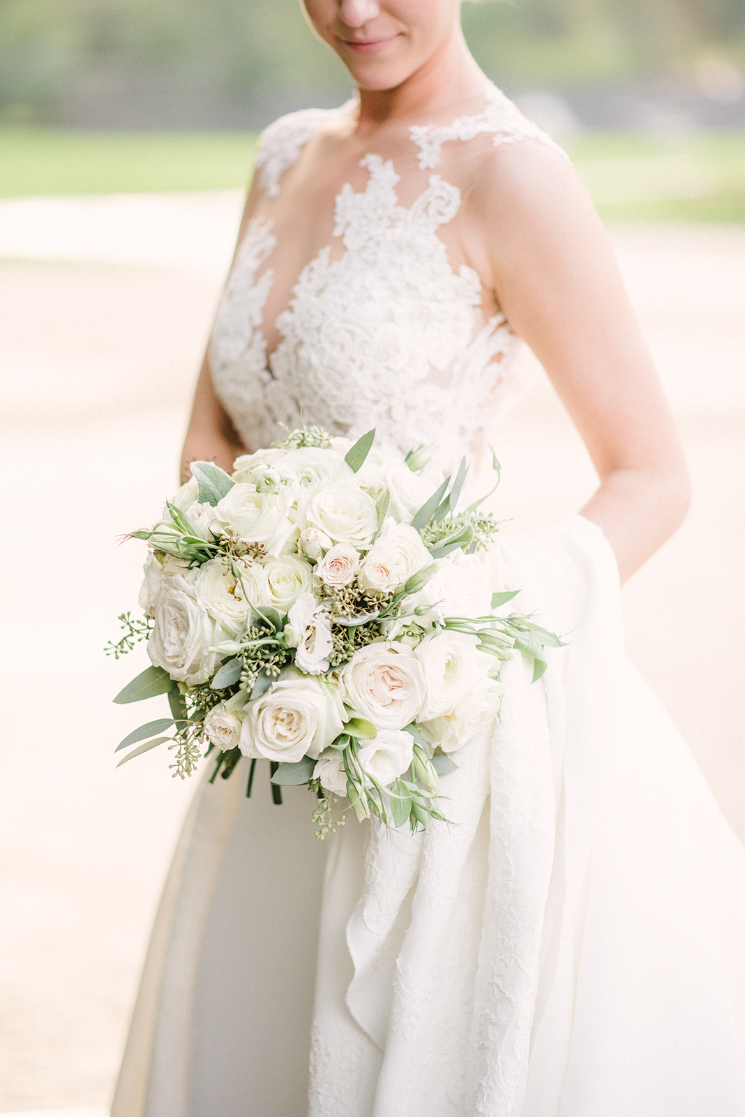 A timeless whit wedding bouquet
